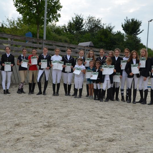 Gruppenbild aller Prüflinge nach der Prüfung Sommer 2017 in Mainburg